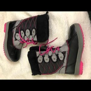 Totes Girl Snow Boots. Pink, gray and black.Size 2
